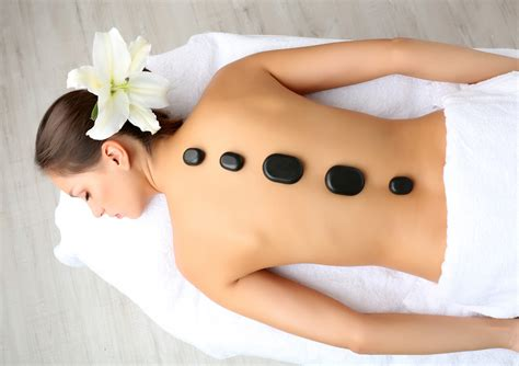 What is Hot Stone Massage? – Heavy Stones