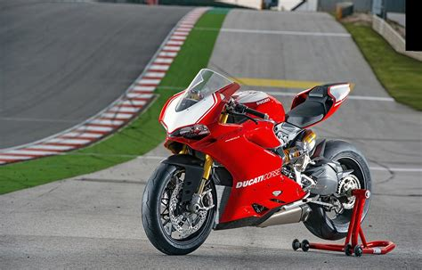 DUCATI 1199 PANIGALE R (2015-on) Review | MCN