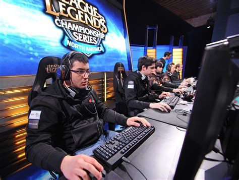 Gaming Glossary: What Do GG, GLHF, LAN, MMR, OOM, OP, Ping