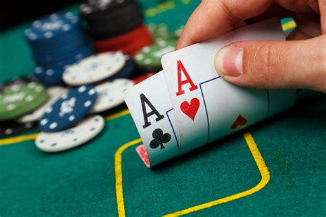 6 Ways Playing Poker Can Help You in Business (and 2 Ways
