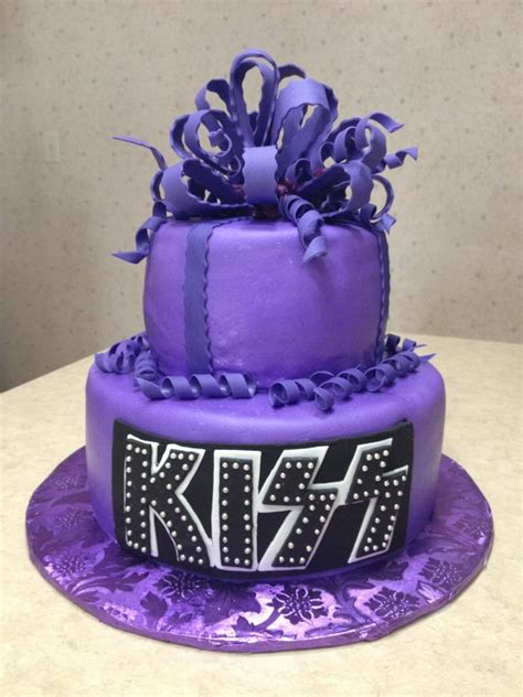 Purple KISS cake | This cake was for a young lady turning