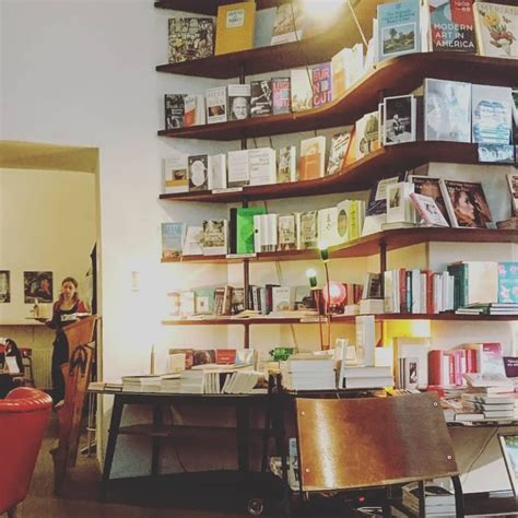 phil - Bar and bookstore in Vienna