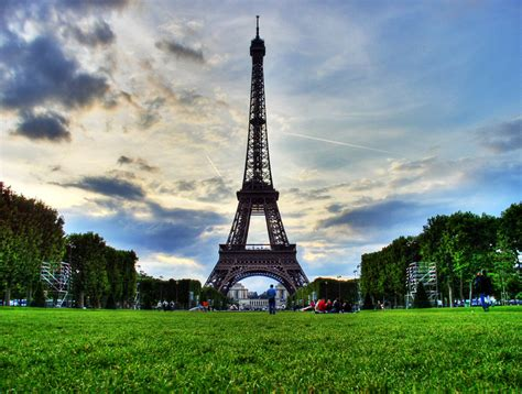 Eiffel Tower - Paris (France) - World for Travel